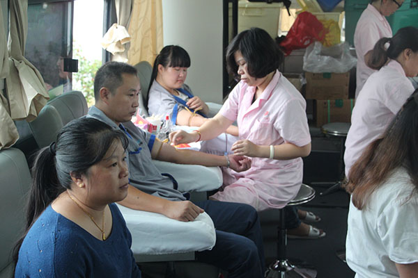 Blood donation, showing YIHUA staff's kindness